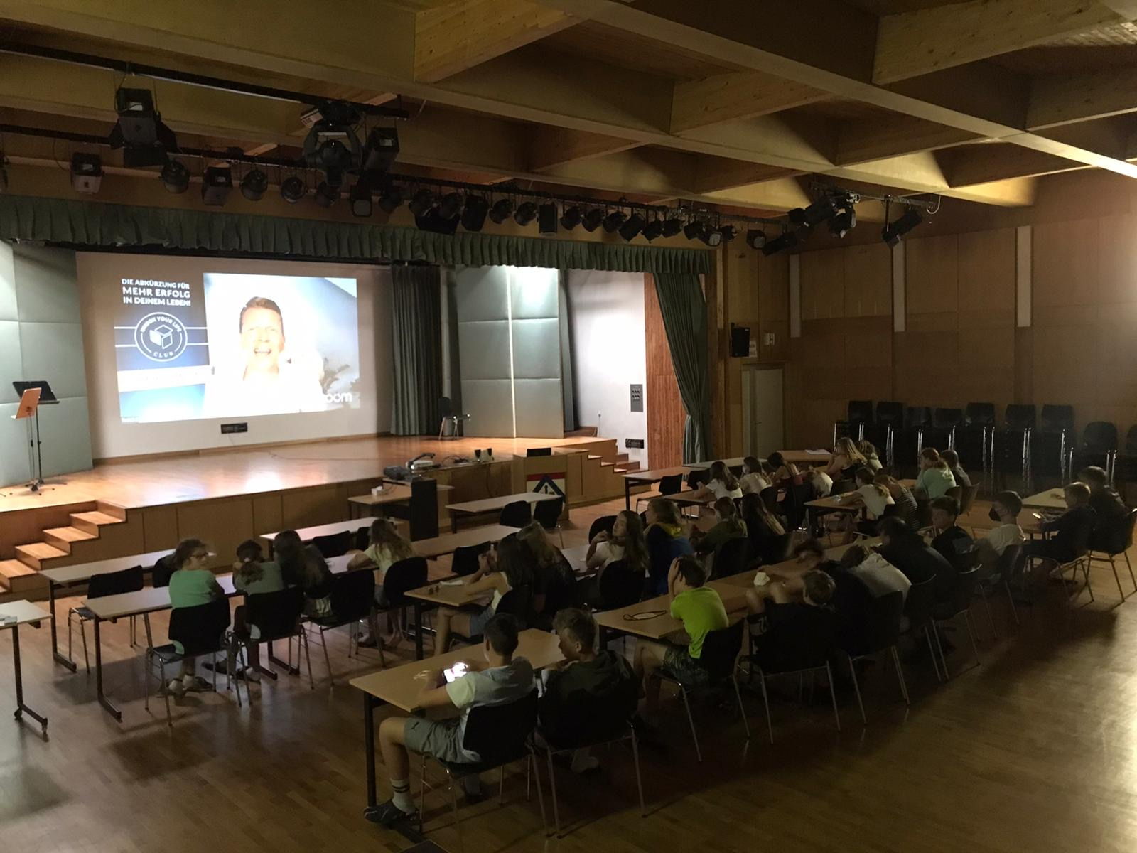 Über 10.000 Jugendliche bei Europas stärkster Schulklasse mit Tobias Beck
