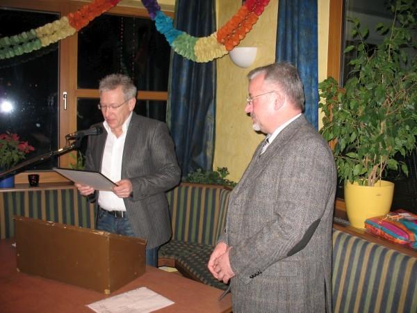 R. Riedmüller ernennt R. Schneider zum Ehrenvorstand