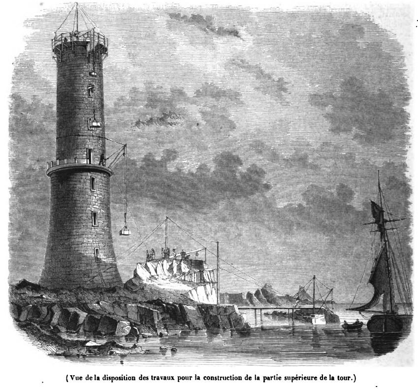 La construction de la tour avec ses 4 grues, la gabare a fini son déchargement et est écarté de la grue