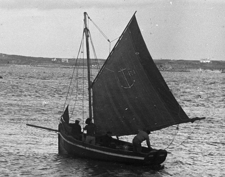 Vers 1920 Eurvin M1091 2.5tx  sloup pilote de l'île de Batz IB1 au pilote lamaneur Pierre Lesquin surnommé Pipit Skin (Coll. perso.)