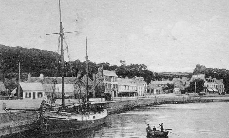 Dundée à Perros au quai au fond du port, l'activité de cabotage de Perros est nettement moins importante que celle de Roscoff