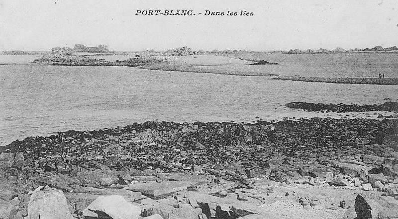 Vue de l'île au Femmes vers 1900, on voit bien la tranchée dans le sillon de l'île aux Femmes pour le passage des bateaux