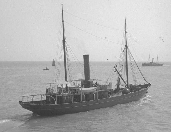 Le baliseur Augustin Fresnel vers 1906 (Coll Julien Roudaux archives départementales de la Manche)