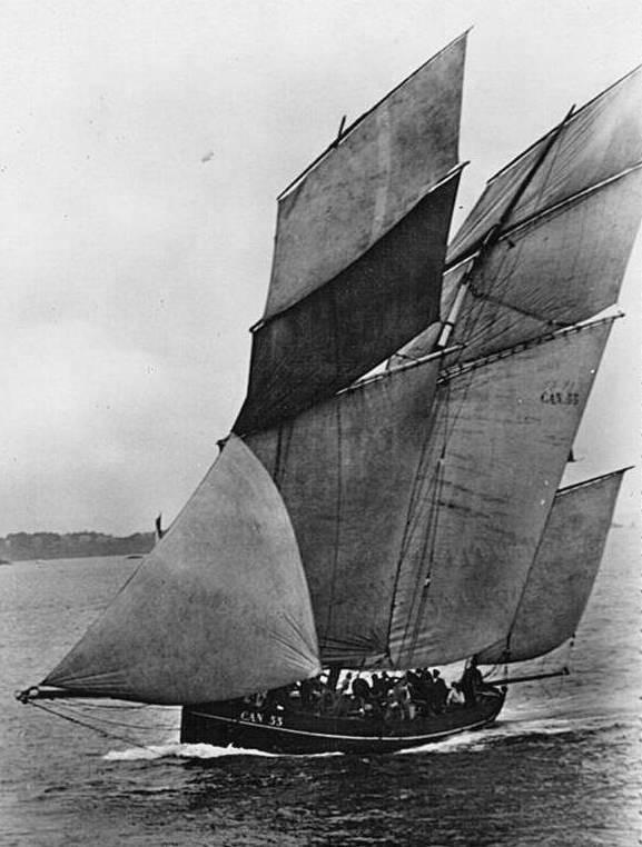 La Perle CAN55, bisquine de Cancale lancée en 1905, sous sa voilure de régate