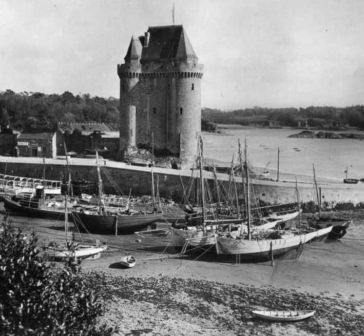 Juste avant la seconde guerre mondiale, quelques bateaux loguiviens sont motorisés d'autres non