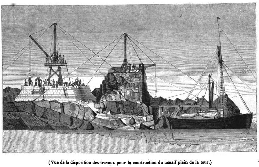 A gauche la gabare décharge une pierre à l'aide d'une première petite grue, la pierre est transportée sur un wagonnet puis pris en charge par une seconde grue qui la transfère à la grue de la tour qui la dépose à sa place