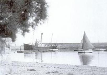 Le Castor II (ex Licorne) dans le port de Roscoff