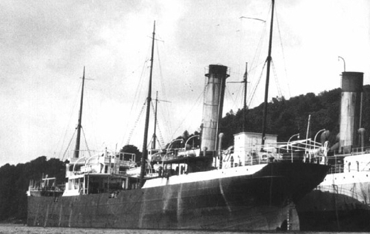 La Luciline était pour l'époque un très  grand tanker anglais d'une jauge brute de 3765 tx construit en 1899, un pétrolier propulsé par une machine à vapeur alimenté par une chaudière au charbon