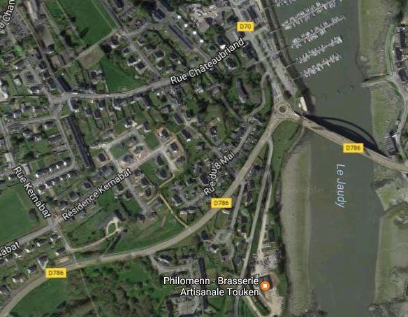 Pour se rendre à la brasserie Philomenn, en descendant vers le port de Tréguier prendre la petite route à droite juste avant le rond-point du pont Canada