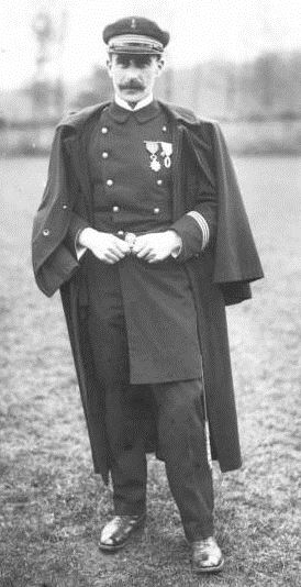 Le lieutenant de vaisseau G. Hébert