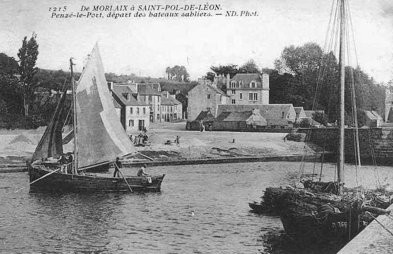 Deux gabares dans le port de Penzé, les gabares de Penzé alimentaient l'île de Batz en bois de  feu, en particulier en fagots pour le four du  boulanger