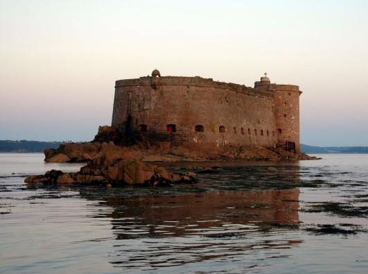 Château du Taureau son état actuel est proche de celui  du début du XVIIIème.