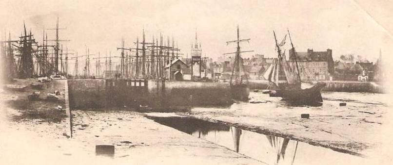 Paimpol, avant la construction du second bassin, le port d'échouage et l'ancienne écluse