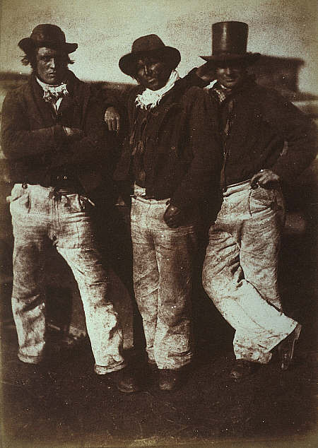 Alexander Rutherford, Wiliam Ramsay et John Liston trois pêcheurs de Newhaven  Calotype entre 1843 et 1847 par Robert Adamson, certainement une des photos les plus anciennes de marin-pêcheur
