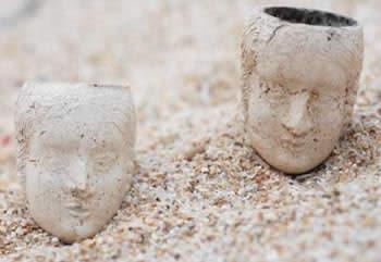 Foyers de pipe trouvés pendant la fouille archéologique du camp