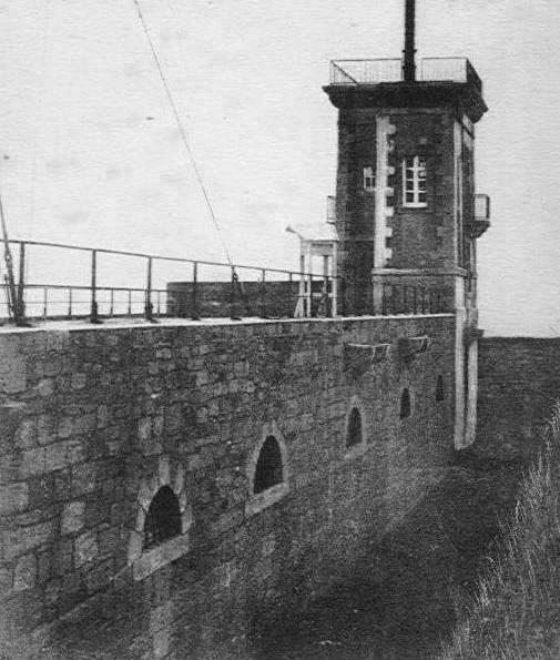 La tour du nouveau sémaphore, on voit bien la structure du fort