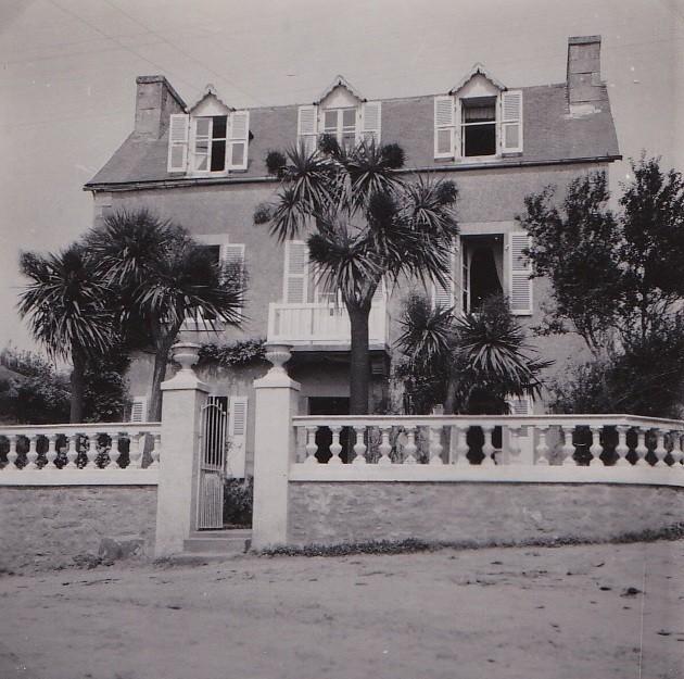 La maison floch dans les ann es 60 le balcon la colonnade du muret le portail en fer forg et for Le fer forge dans la maison
