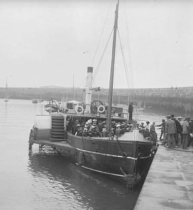Vers 1900, ce n'est plus le vapeur le « Courrier » de 1825 mais un autre vapeur de Saint-Malo assurant le transport des passagers vers Dinard et Dinan, les malouins sont resté fidèle, aux roues à aube pour limiter le tirant d'eau photo Lancrenon