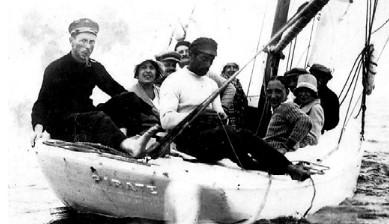 Les gars de la famille promènent des touristes en baie à bord du « Pirate »