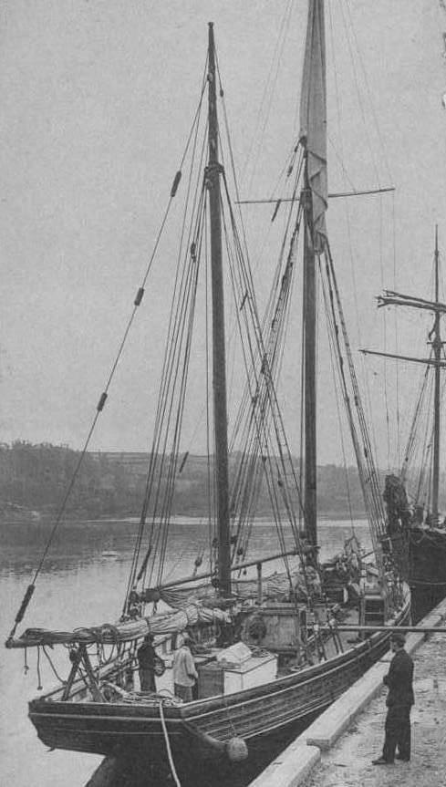 Dundée de cabotage à quai au port de Tréguier