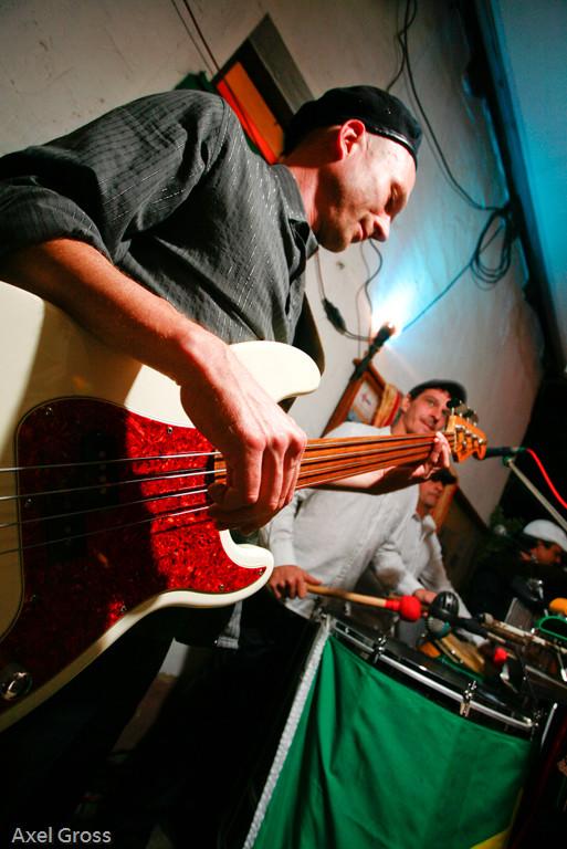Papa Daniele: Bass