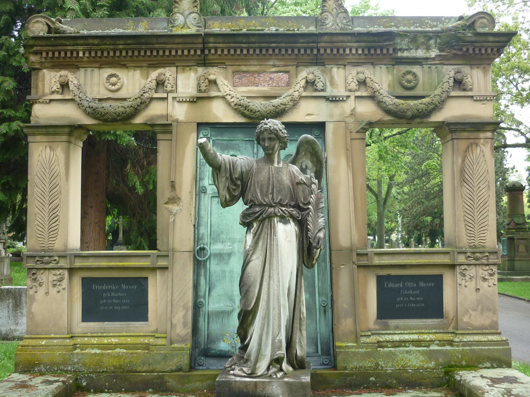 Pragfriedhof ( Grab des Schokoladenfabrikanten E.Moser)