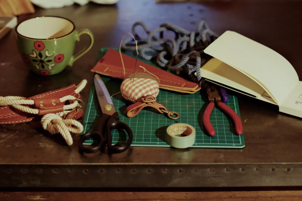 革工房 革手縫い