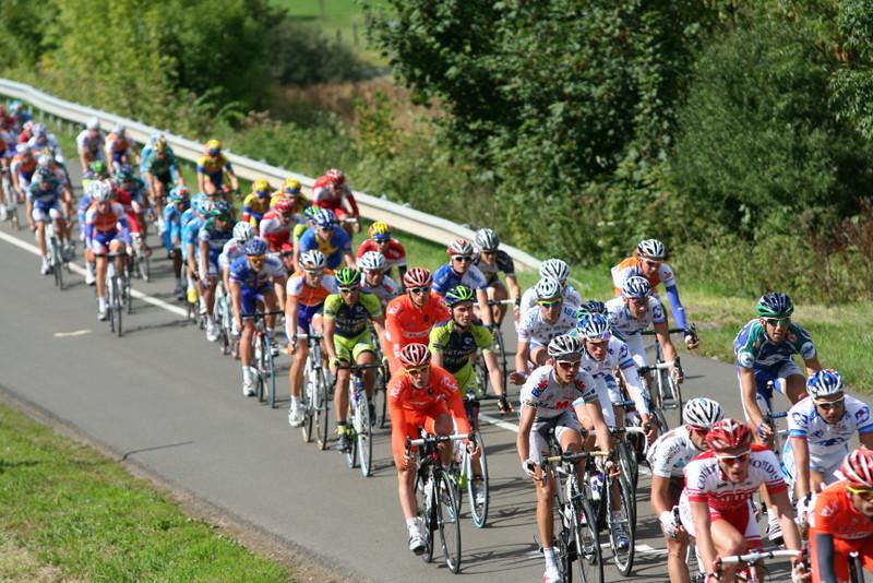 Le peloton du Grand Prix de la Somme-Conseil général 80 (Photo Pascal LINGET Photos-cyclisme-pro)