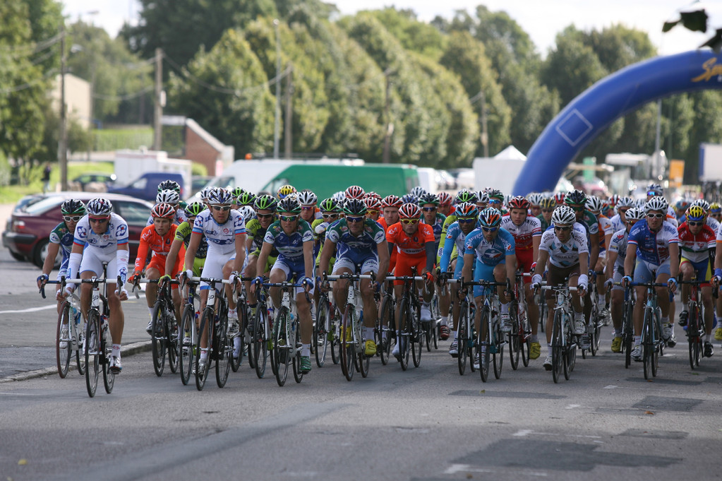 Passage du peloton dans ABBEVILLE (Photo Fred HASLIN Courrier Picard)