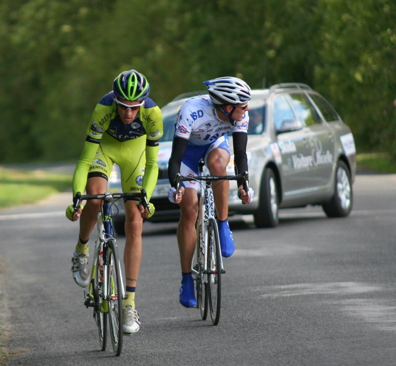 L'échappée du jour - 145km- avec Florian GUILLOU (Bretagne Schuller) et Indulis BEKMANIS (ISD Continental) (Photo Pascal LINGET Photos-cyclisme-pro)