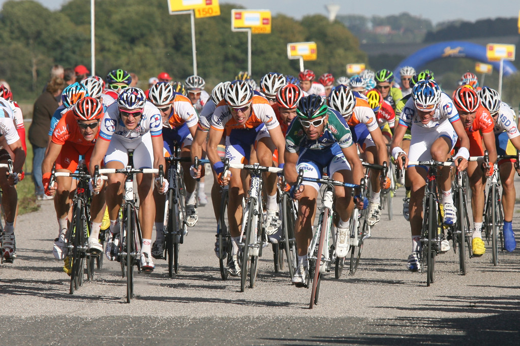 Sprint du peloton remporté par Jimmy CASPER (SAUR SOJASUN) (Photo Fred HASLIN Courrier Picard)