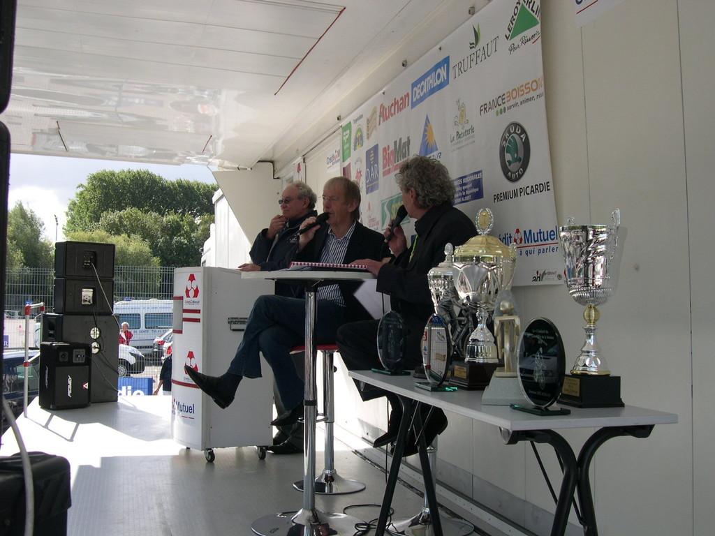 Daniel MANGEAS et Jean Louis GILLET présentateurs du Grand Prix de la Somme (Photo GF/PSP)
