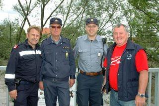 """Die freiwilligen Feuerwehren Gornja Radgona und Bad Radkersburg  veranstalteten am 8 Mai zum dritten Mal den """"Tag am Fluss Mur"""". Jeweils zwei Wettkampfgruppen mussten gegeneinander ca. 1 km flussabwärts bis zur Murbrücke rudern."""