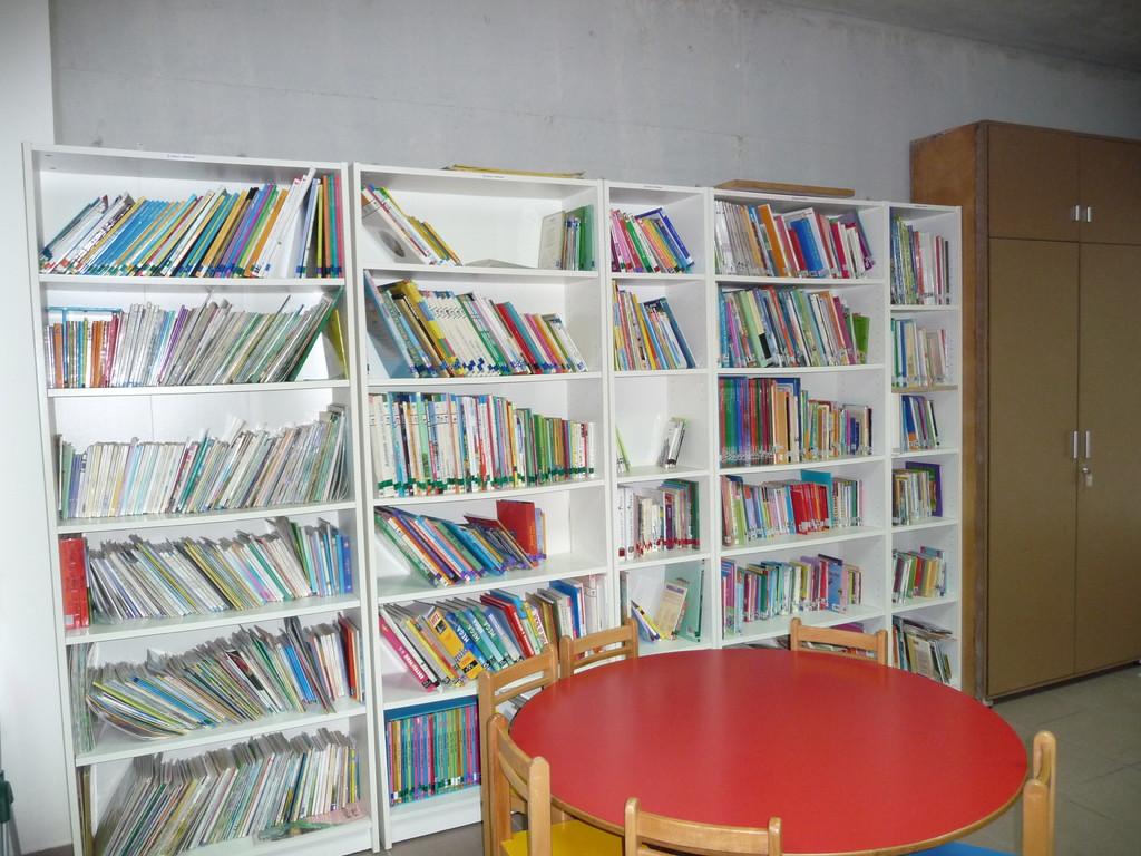 La bibliothèque après ... Bonne lecture les enfants !!!