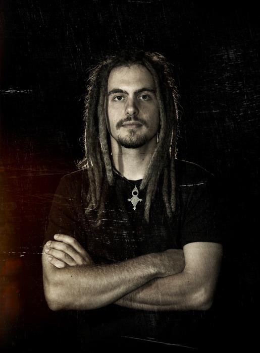Emanuel Strebel – Gitarre/Gesang