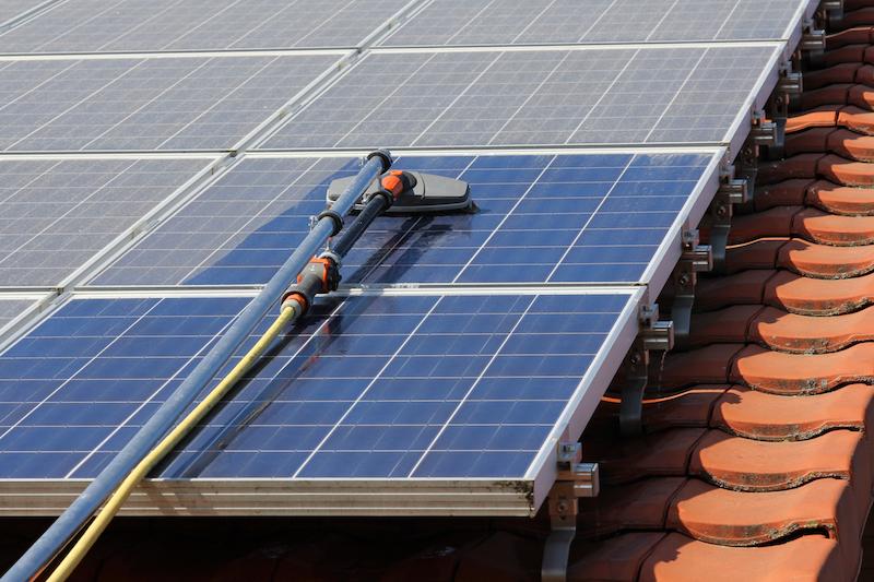 Reinigung von Solarpanelen