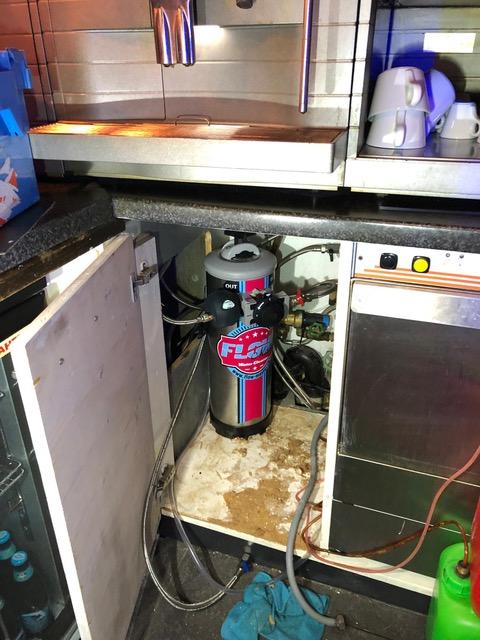 Kundenbeispiel Glasspüler und Kaffeemaschine