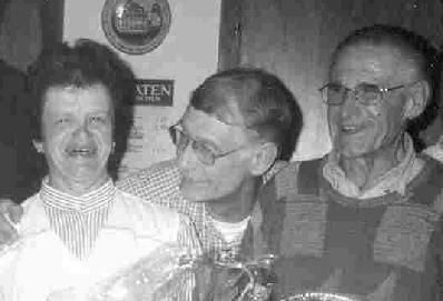 Maria (li.) & Sepp Zeitler (re.)  Vereinswirte in Ossenzhausen