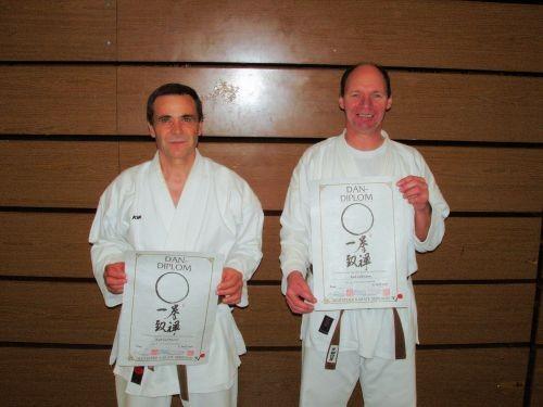 Die ersten Schwarzgurte des Karate Dojo Haustadt e.V. Herzlichen Glückwunsch an Karl-Jost Fischer und Karl Collmann zur bestandenen Dan-Prüfung.