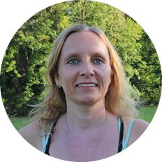 Suzanne Brunner, Yogalehrerin PreMom®, im Raum der Achtsamkeit in Rupperswil bei Aarau