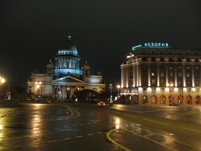 Isaakplatz, rechts auf dem Bild ist das Hotel Astoria, im Hintergrund- Isaaks Kathedrale