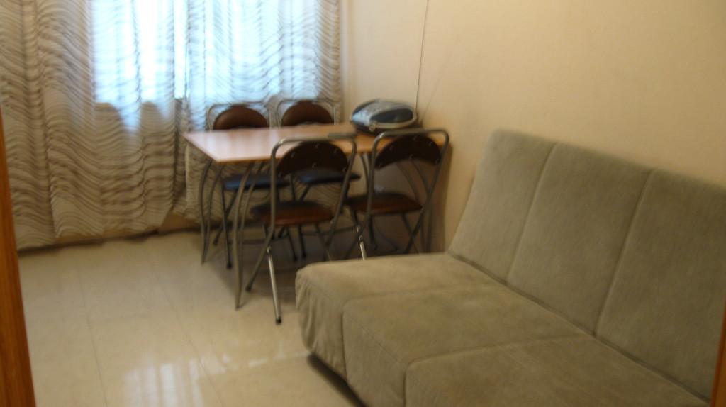 Esstisch und Sofa in der Küche