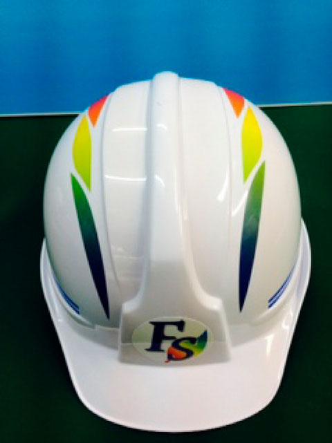 ヘルメットにデザインのマーキング