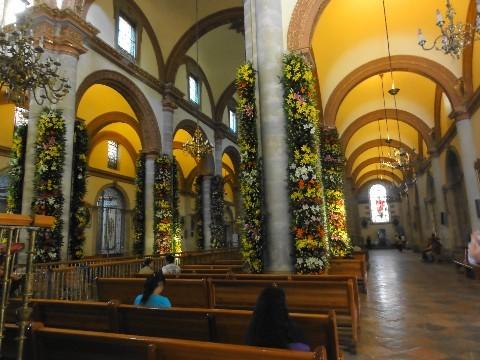 Cathédrale parée de lis