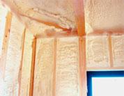 現場での発泡施工で細かい部分の隙間を解消