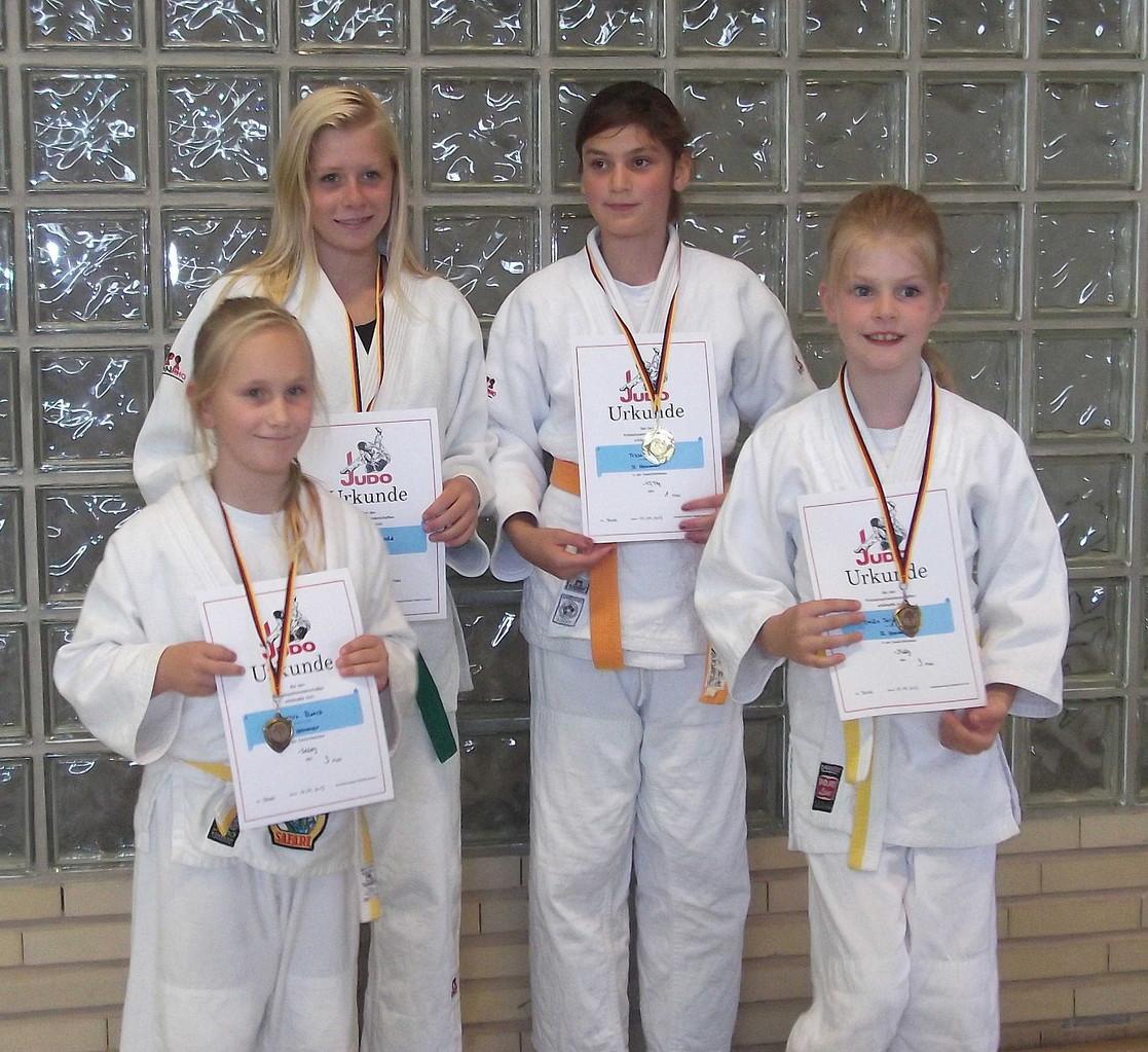 Die erfolgreichen Mädchen - (von li.) Shakira Blanck, Chiara-Sue Pätzold, Tessa Dobrocky und Tarja Witt