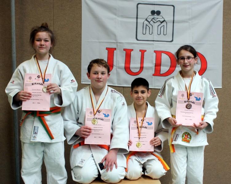 die U15-Judoka,  v. l. Leonie Meyer, Phillip Damis, Nazar Aloshyn, Caja Nissen