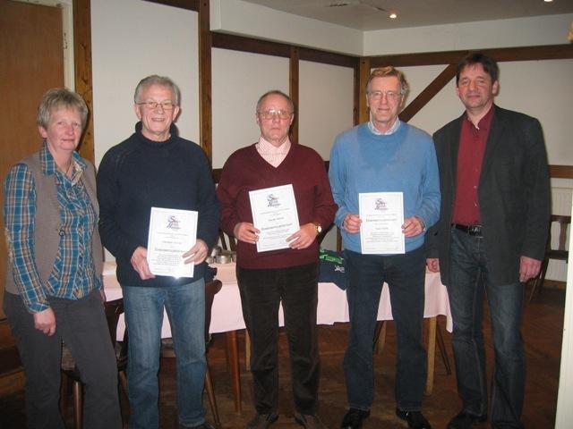 Die 3 neuen Ehrenmitglieder Gerd Poppe, Dieter Meyer und Siegfried Stinski  mit dem Vorsitzenden Thorsten Nagel und Sportwartin Ute Schwiemann