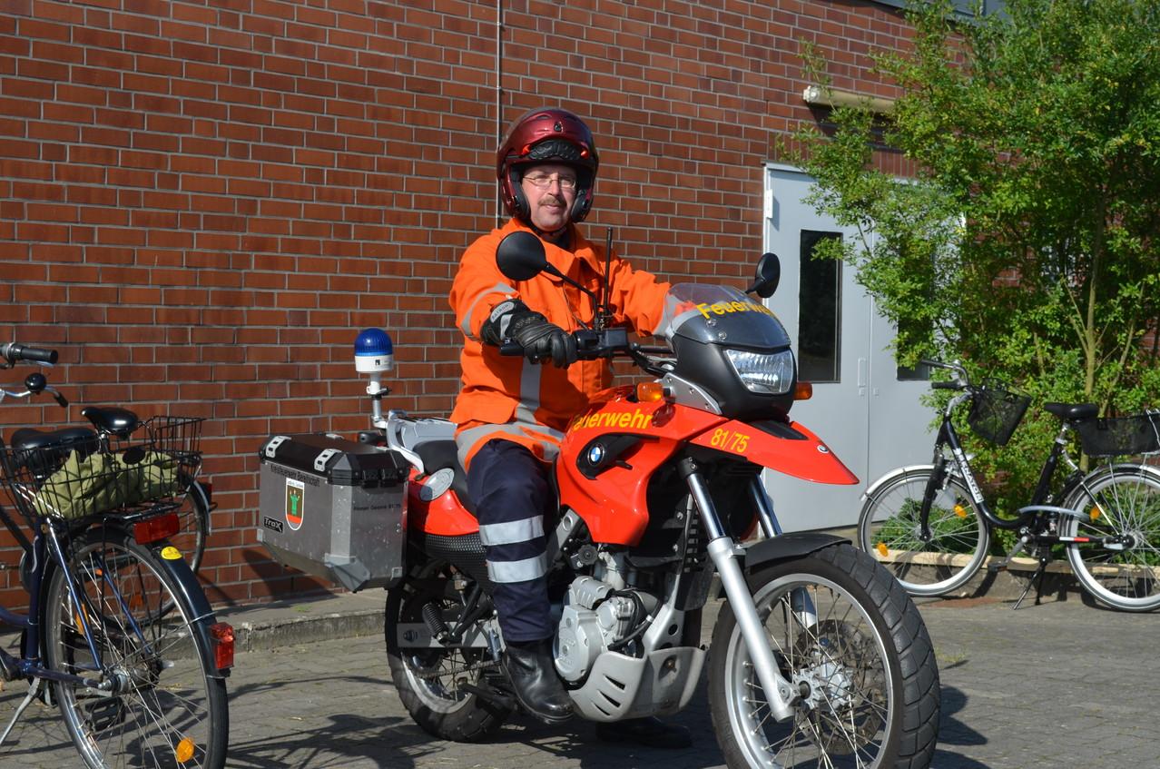 Die Freiwillige Feuerwehr sicherte die Fahrradfahrer.
