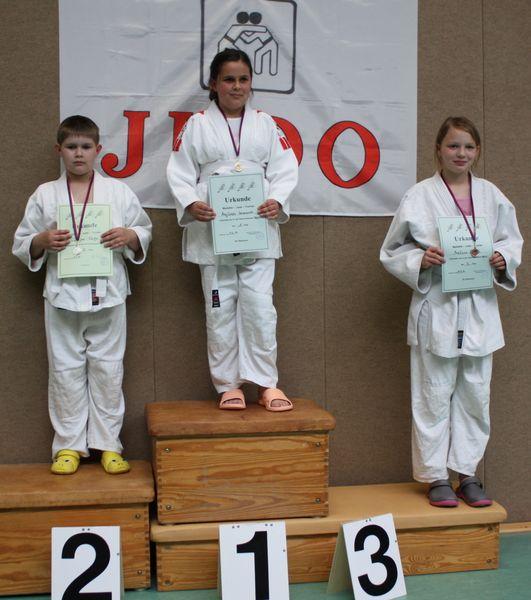 - 46 kg  von links Finn-Joel Tietje, Majlinda Imerovski, Melissa Ehrich